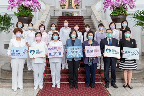 總統蔡英文感謝醫護人員在防疫上的辛苦和努力