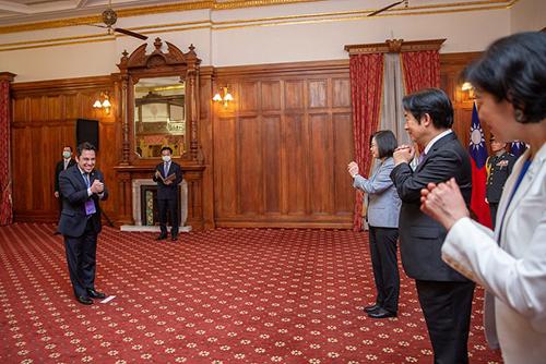 總統蔡英文及副總統賴清德接受外賓致賀