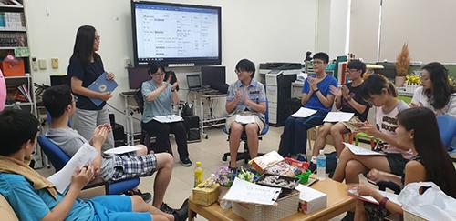 資源教室開辦「職前遜、訓、迅三步驟」研習課程,由執行秘書吳純慧助理教授講授相關內容