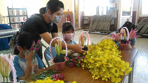 助花卉產業振興 台中市農業局將花藝融入校園