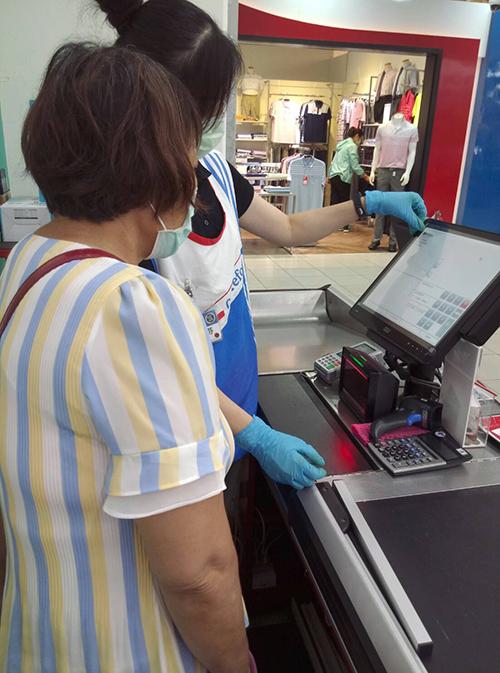 量販店一日職場體驗 台中市韌力計畫助弱勢家庭就業
