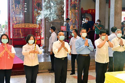 行政院長蘇貞昌:鼓勵出門消費振興疫情後的經濟