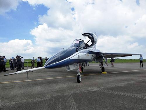 新式高教機「勇鷹」首飛展示順利完成 總統:提供空軍最好訓練環境