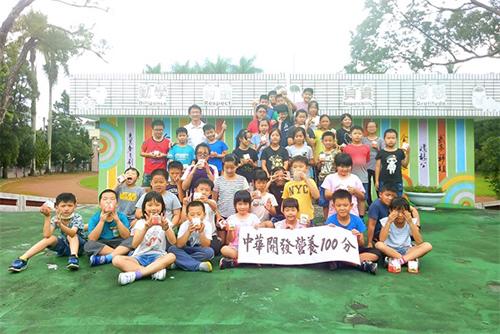 中華開發營養100分計畫長期補助南投縣鹿谷鄉初鄉國小喝鮮乳,幫孩子補充鈣質及增強免疫力。(中華開發提供)