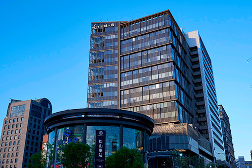 全球人壽取得「台北市國泰營區70年地上權案」,擬開發為自用總部,圖為全球人壽松山總部現址。(全球人壽提供)