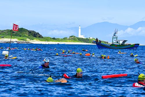 2020全台第一場長泳賽事-綠島海上長泳 代言人陳昇前進海上泳道