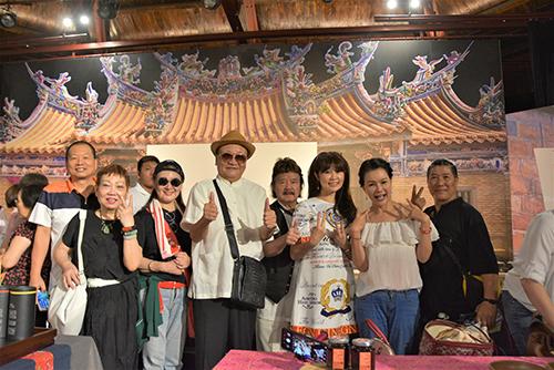 中華客家演藝協會理事長曾超率領客家演藝人員出席記者會(攝:茱茱)