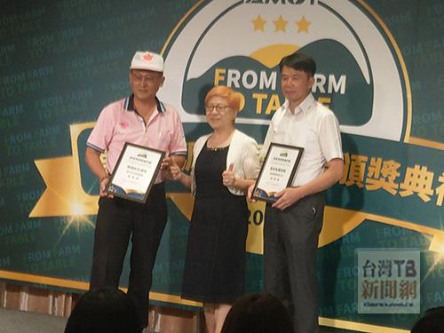 台灣農業跨領域發展協會理事長林貞(中)