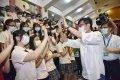 開學日關心防疫 高雄市長陳其邁勉「學習不忘玩樂」