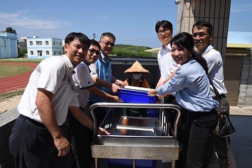 澎湖縣長賴峰偉視察澎湖首座學校共廚 肯定提升供餐品質