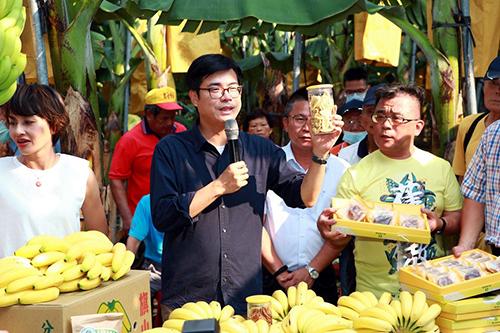 訪視香蕉產業 高雄市長陳其邁:觀光局訂購11000公斤