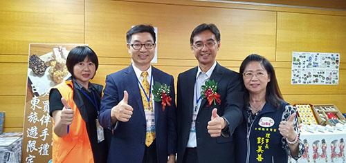 中台灣觀光產業聯盟協會黃正聰理事長(左2)