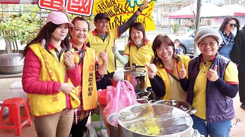 永慶與台慶不動產認領10個攤位義賣做公益