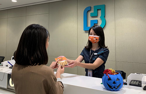 台北富邦銀行今年購入星兒手作點心,1030當天於20家指定分行與客戶分享,邀請客戶關懷星兒,一同助星兒一臂之力。