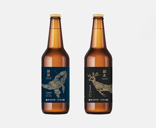 精釀啤酒(右)「細水」與(左)「鯨波」(提醒您:飲酒過量有礙健康)