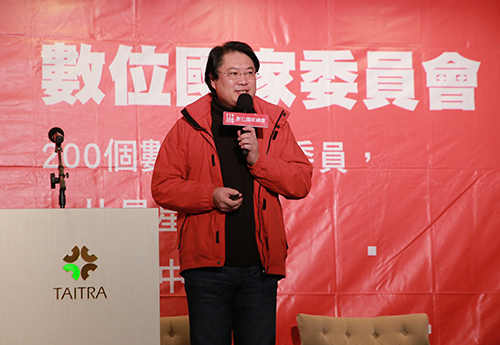 基隆市長林右昌受邀在數位國家總會主辦的「世界新創之都論壇」進行演講
