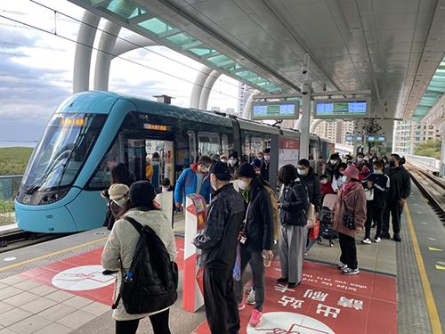 新北淡海輕軌常客回饋金月底將到期,捷運公司呼籲民眾趕快領。(記者孫曜樟翻攝)