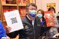 台北市長柯文哲訪肉鬆老店大口吃肉乾 把關豬肉食品標示及價格