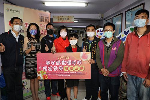 王威元議員媒合好友愛心 捐贈街友1,200份榮華便當餐券
