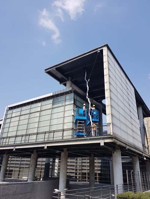 國美館「2021台灣國際光影藝術節」以黑暗之光照亮希望