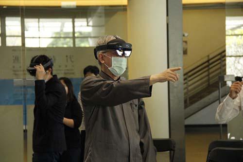 國美館「水牛群像智慧眼鏡互動體驗展」體驗虛實結合