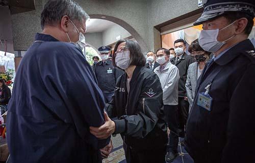 赴台東慰問失事飛官家屬 總統指示全力搜救、釐清事故原因
