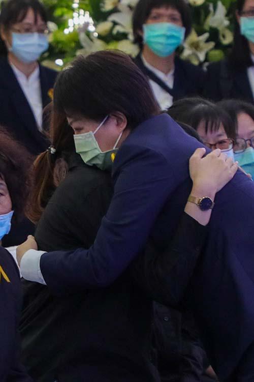 台鐵殉職司機員袁淳修告別式 台中市長盧秀燕弔唁致意