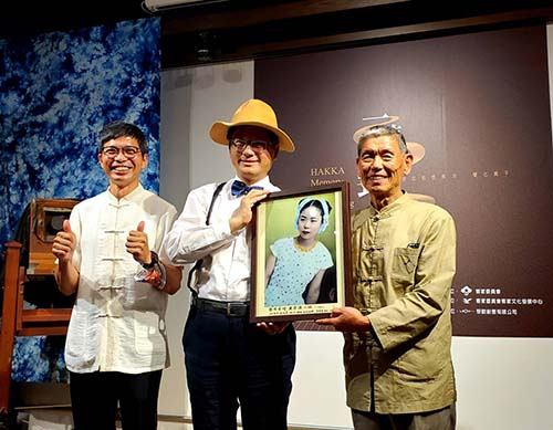 《一鏡到底 中港溪的流光溢影》新書發表 楊長鎮期看見過去展望未來