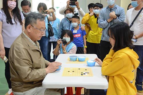 澎湖縣長賴峰偉出席首屆菊島盃全國圍棋賽 126位圍棋好手高手過招