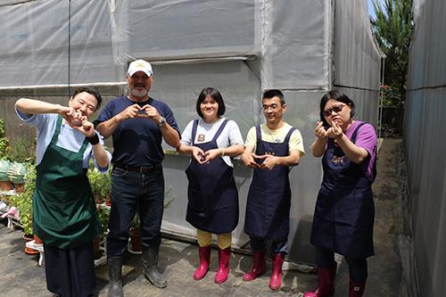 新北市結合食農學苑培力身障兒孵豆芽種蔬菜等生活技能
