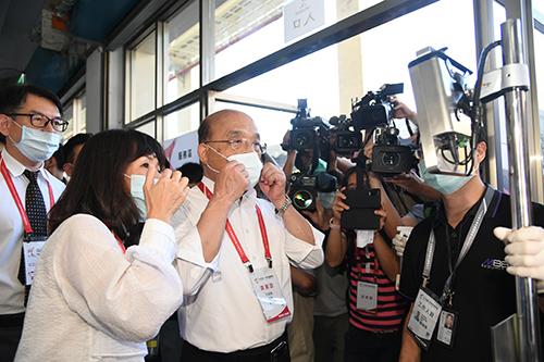 視察全大運防疫措施 行政院長蘇貞昌籲共同遵守防疫規範保護台灣
