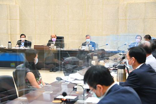 行政院長蘇貞昌裁示三級警戒管制再延長兩週