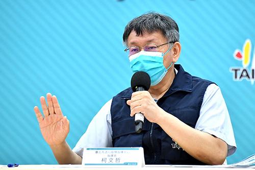 台北市長柯文哲宣布8月3日起開放北市餐廳內用