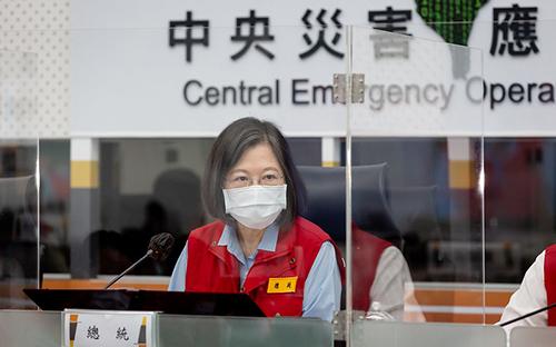 視察災害應變中心 總統指示各單位全力執行防災工作