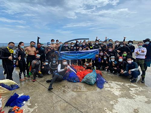 和平島公園產官學攜手淨海 首波清出212公斤海廢!