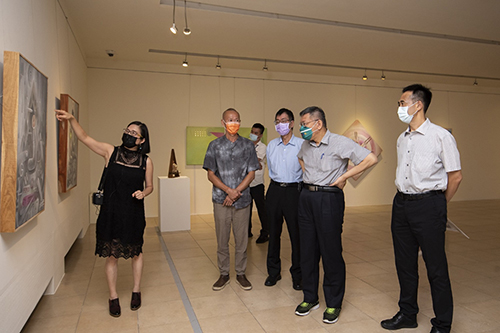 台北市長柯文哲參觀莊志輝個展 關心國館整修計劃
