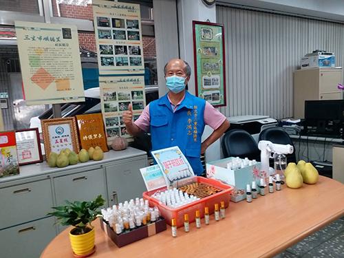 三重里長夫婦教作柚子防蚊液義賣 所得將捐助弱勢家庭